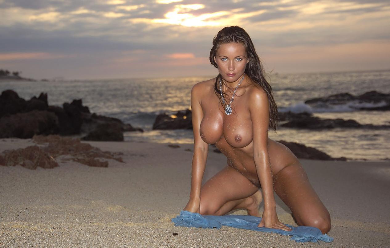 Самые огромные сиськи в хорошем качестве пляж дикий пляж