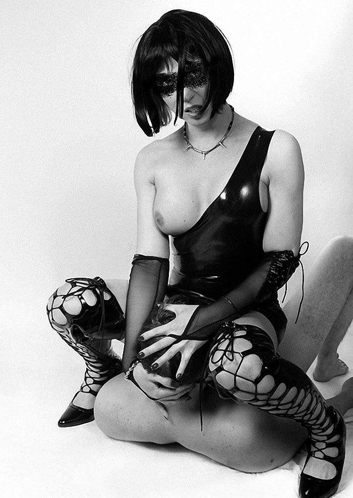 prostitutki-transseksualki-kieva-devushka-laskaet-telo-do-orgazma