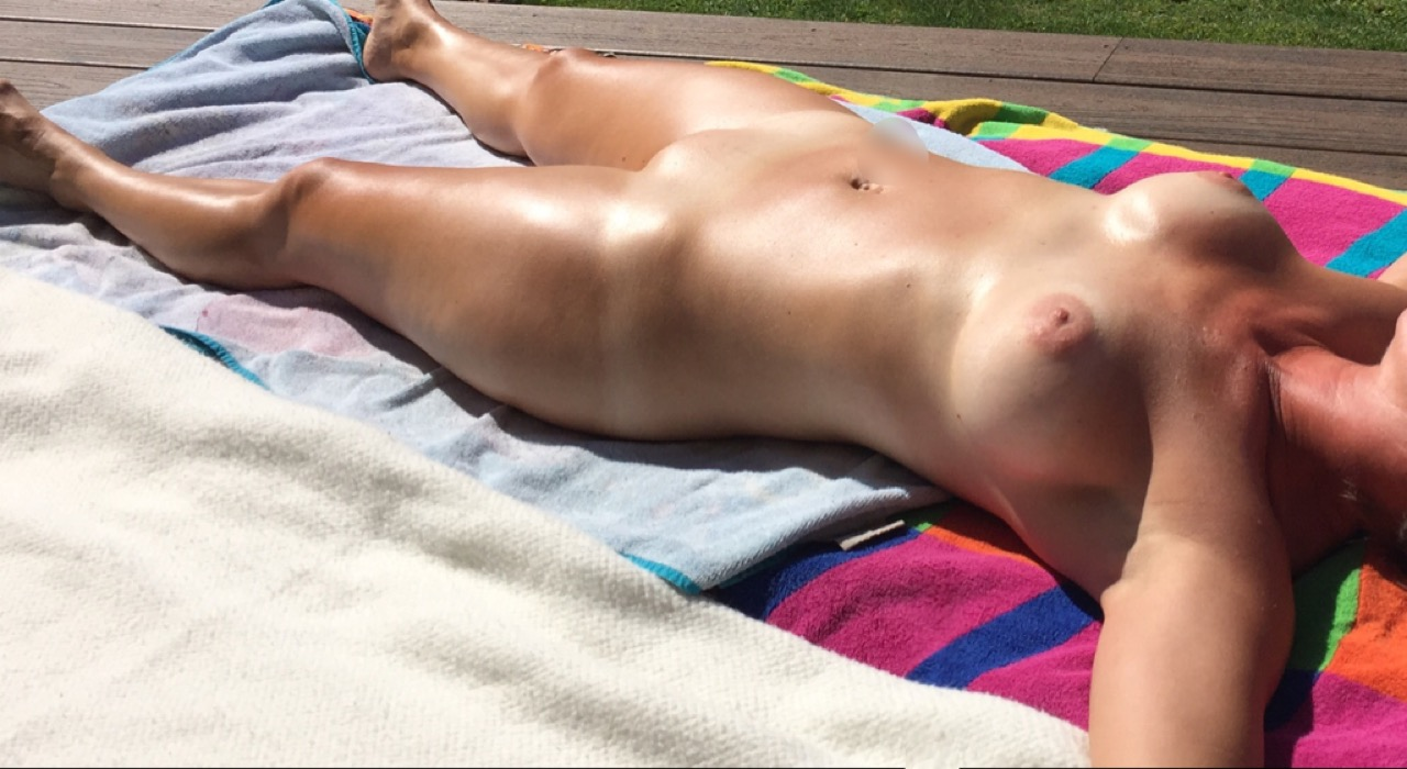 Girl In Real Public Tanning Salon Maturbation On Tanning Bed