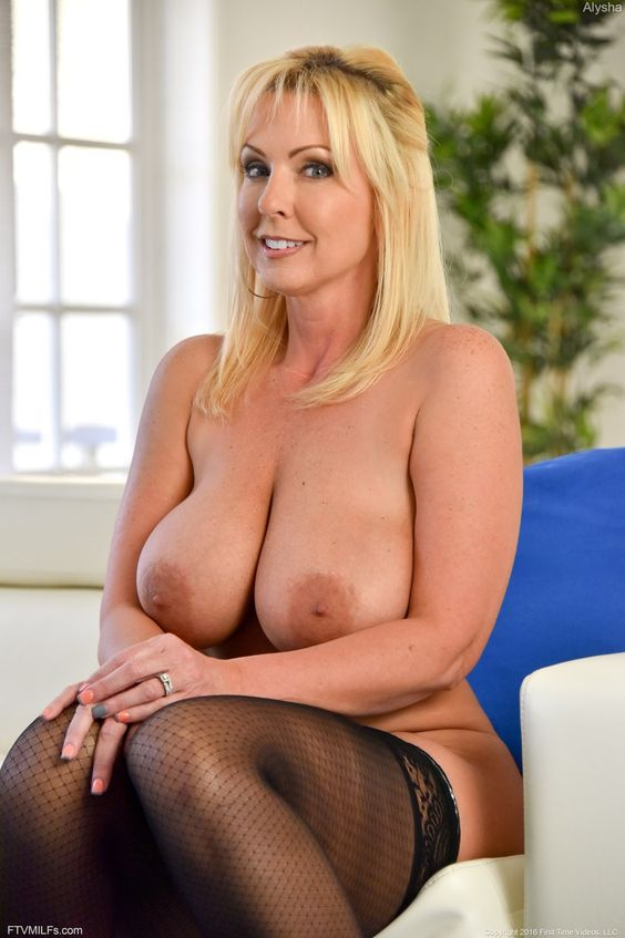 Redtube milf with first time lesbian