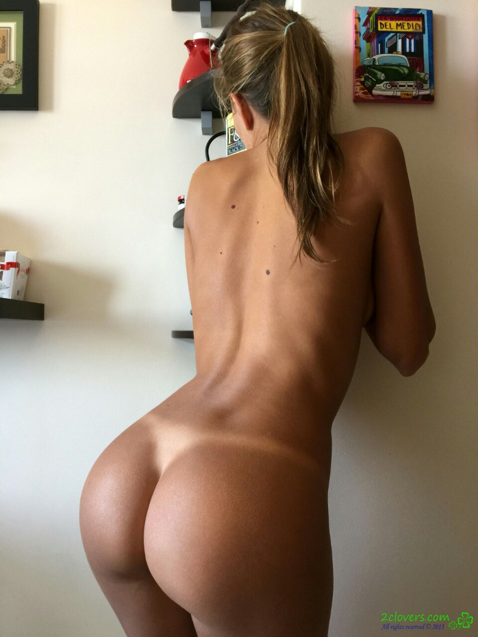 Huge tanned amateur ass