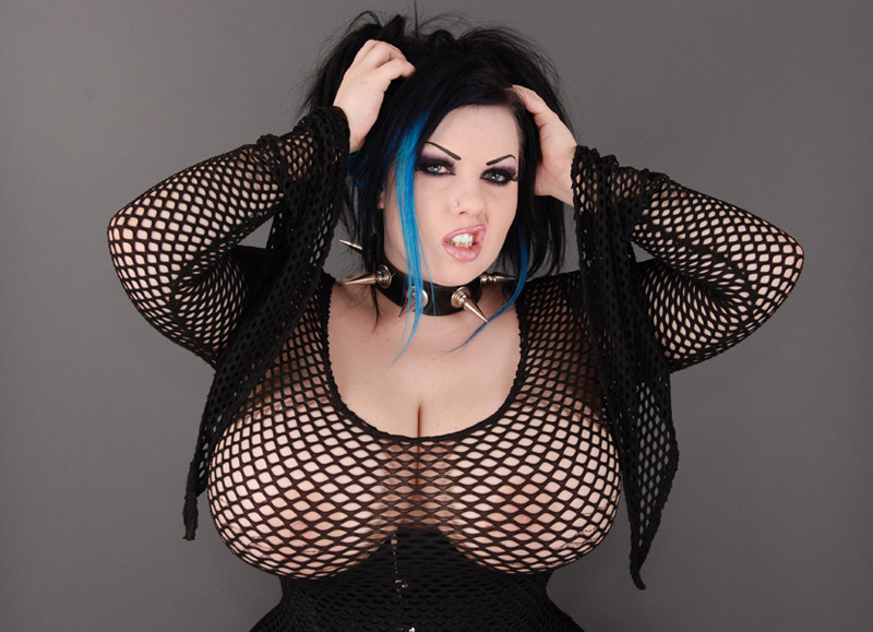 Big tit goth girl