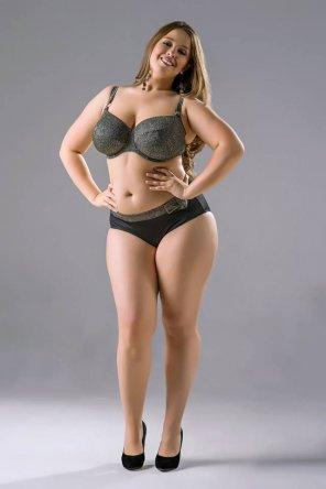 Dark haired Latina plumper Daylene Rio having sex with large dick  1574963