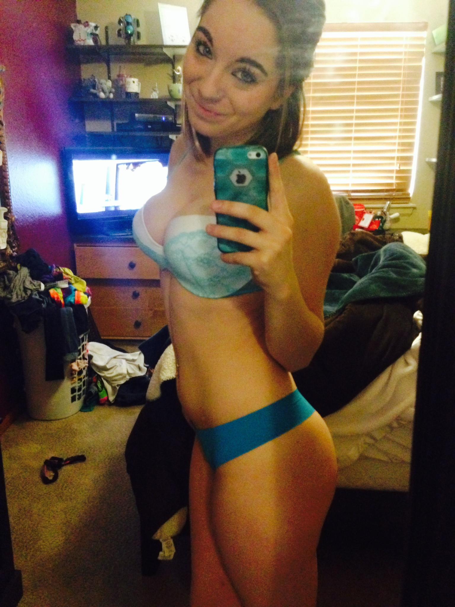 Cheerleader sexy selfie