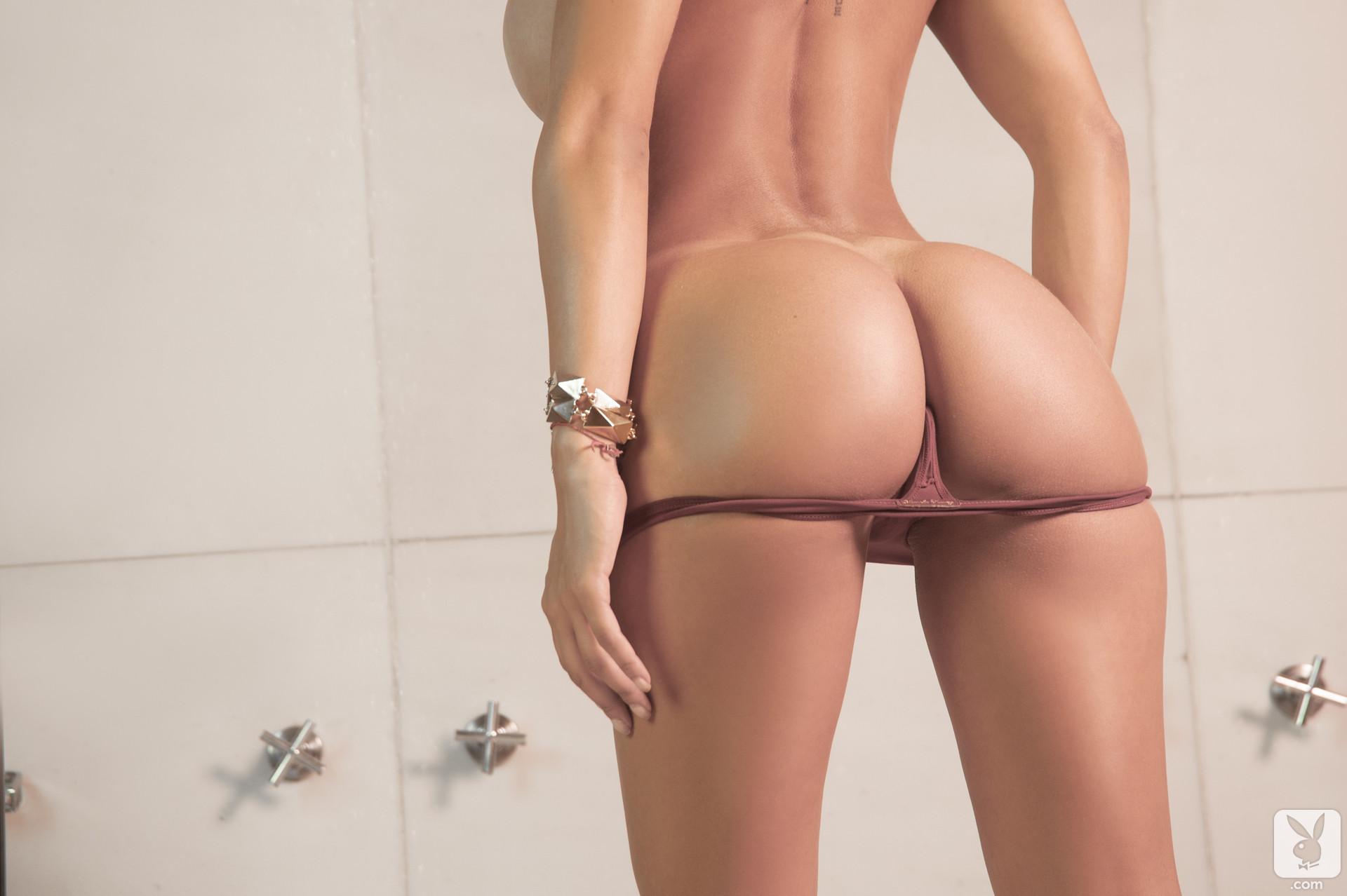 Смотреть онлайн попки в стрингах 17 фотография