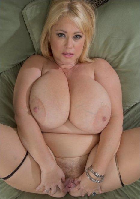 Полненькие обнаженные блондинки с большой грудью порно видео фото угадывает вектор