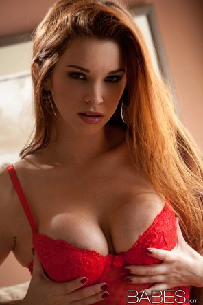 Redhead MILF Sabrina Maree slips off ripped jeans to model naked  228975