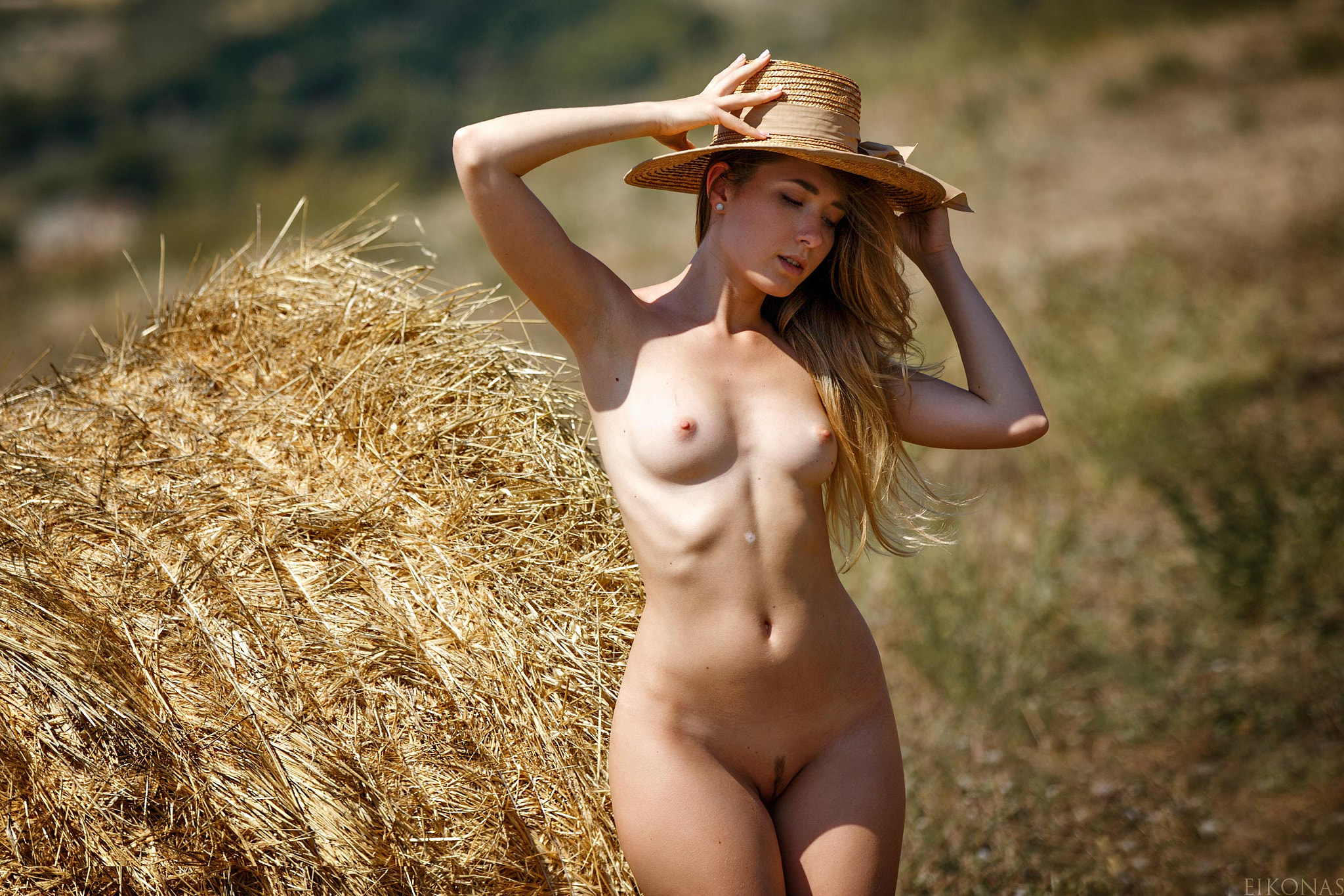 Chubby country girl showing boobs and pussy