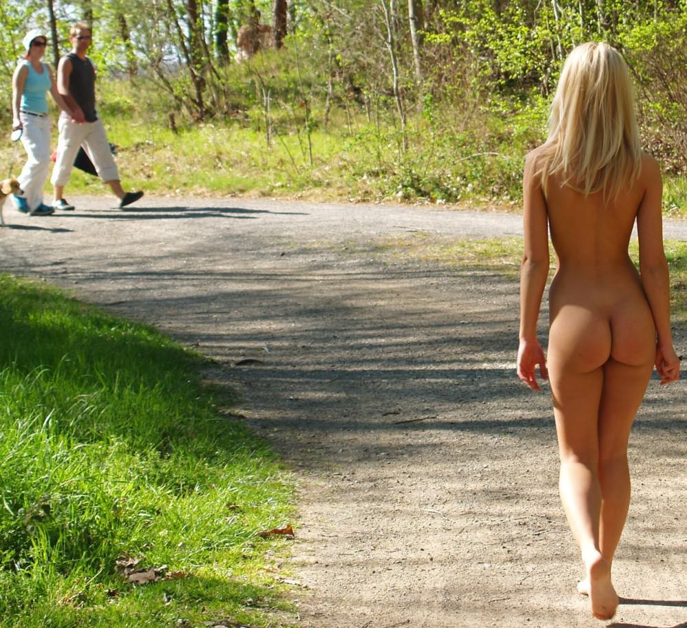 Outdoors bare ass jpg