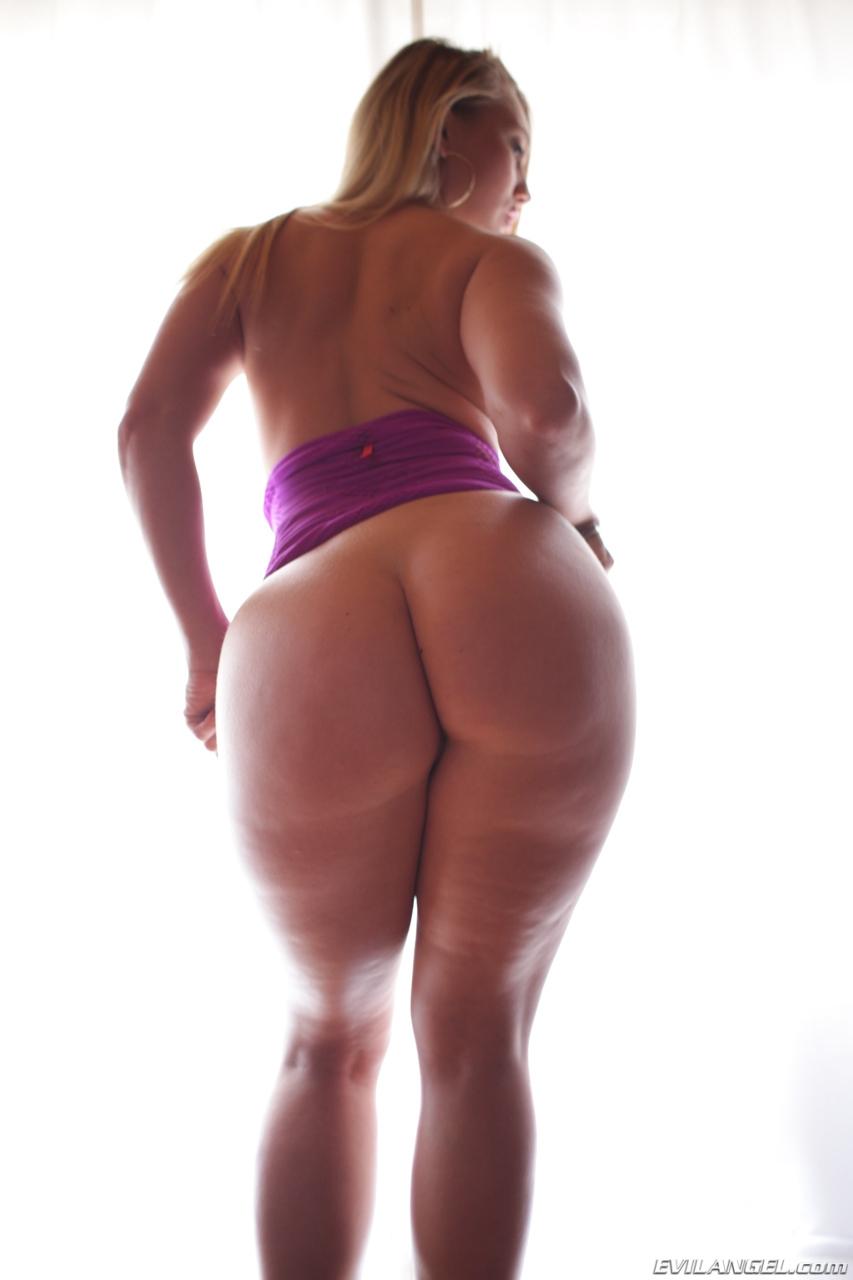 Девушка с тонкой талией и большой попкой порно фото секс оргии