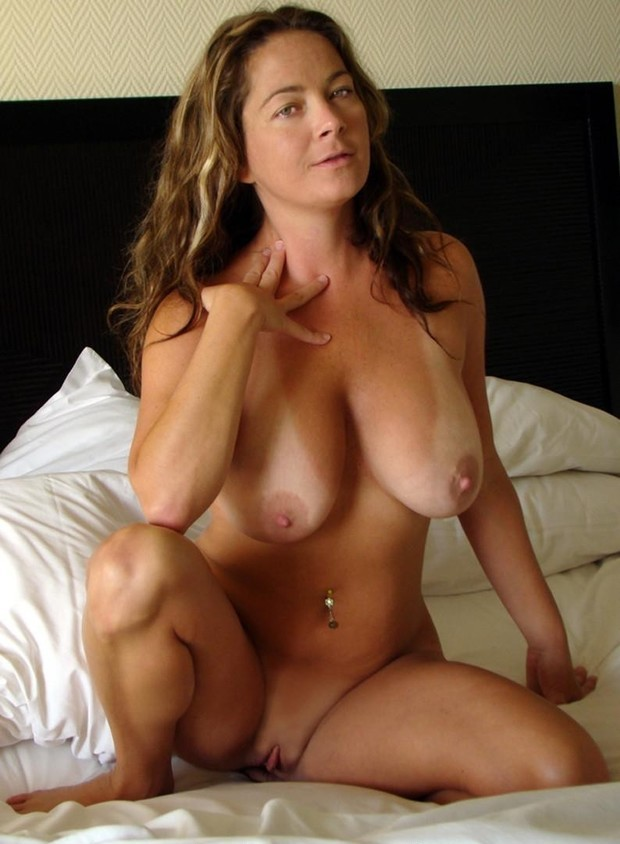 Very hot brunette mom with natural boobs po