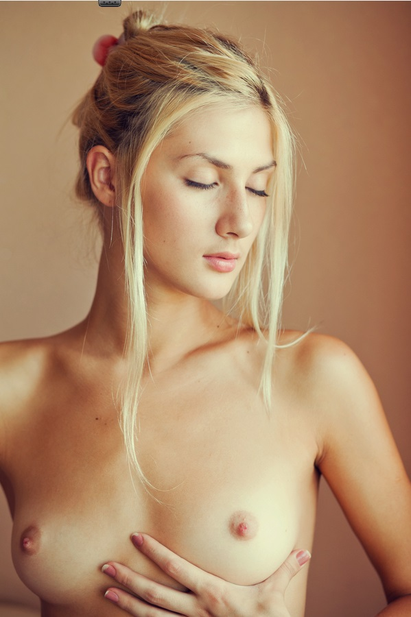 Teen Blonde Reveals Her Yummy Cunt And Small Boobs