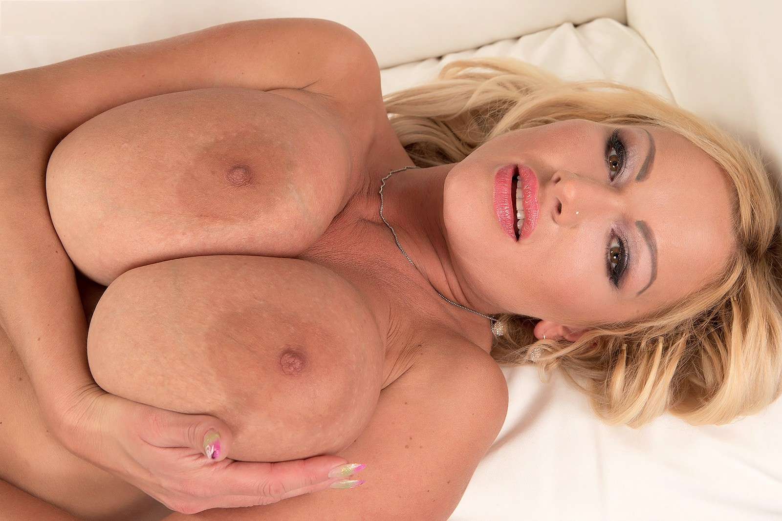 Milf julia pink really know how to suck a dick