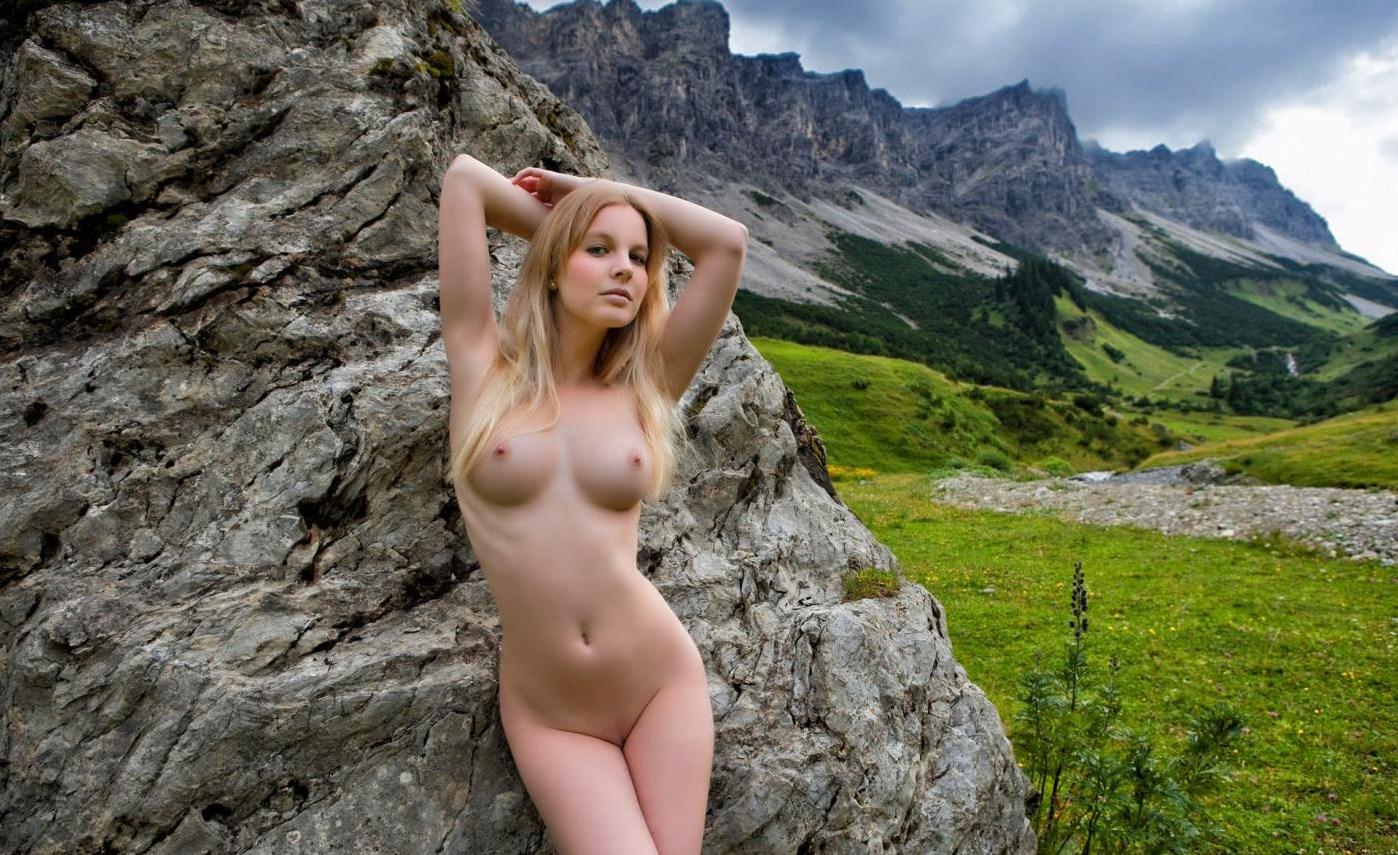 Сиськи голих девушек порно фото 19 фотография