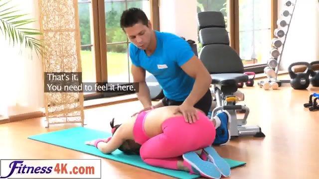 Грудастую блондинку трахает в спортзале фитнес-тренер  669969