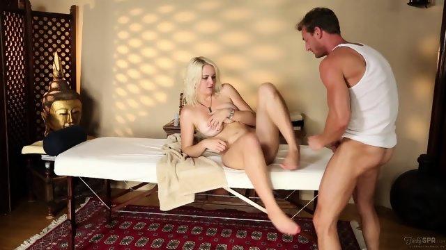 секс с массажистом фото смотреть