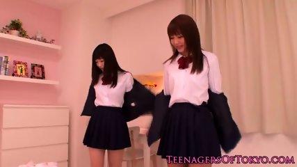 低身長なロリ女子が狭いおまんこを乱暴に犯されてアヘ顔のロリ系動画